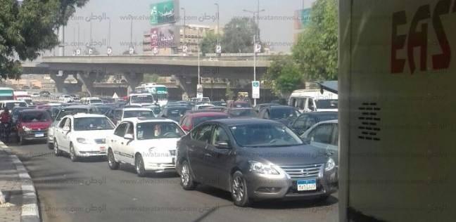 النشرة المرورية: كثافات بمعظم محاور القاهرة.. وانتشار الخدمات الأمنية