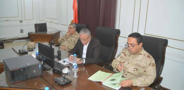 محافظ المنيا يتابع انتظام الانتخابات من غرفة العمليات الرئيسية