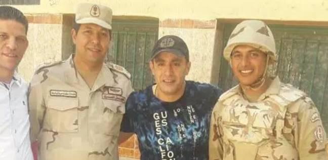 """أحمد السقا يدلي بصوته في """"ميت عقبة"""".. ويلتقط صورا مع قوات التأمين"""