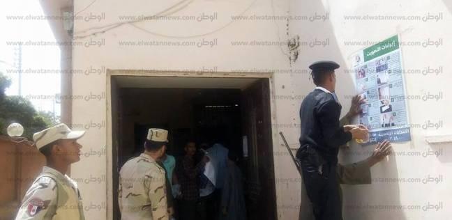 بالصور| الأمن يتسلم لجان الانتخابات الرئاسية في أسوان