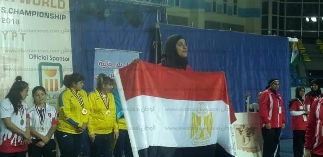 """""""منى"""".. كفيفة تتحدى إعاقتها وتحصد المركز الثالث عالميا في رفع الأثقال"""