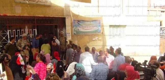 استمرار توافد المواطنين على اللجان الانتخابية في أسوان