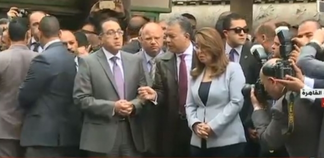 وزير النقل يصل مستشفى الهلال للاطمئنان على مصابي حريق محطة مصر