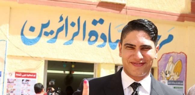 أحمد أبوهشيمة يدلي بصوته في مدرسة الرشيد الابتدائية بمصر الجديدة