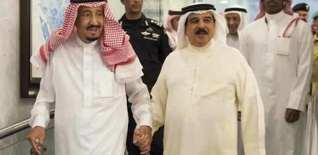 الملك حمد يوجه بمراعاة الحالات الإنسانية للأسر البحرينية القطرية