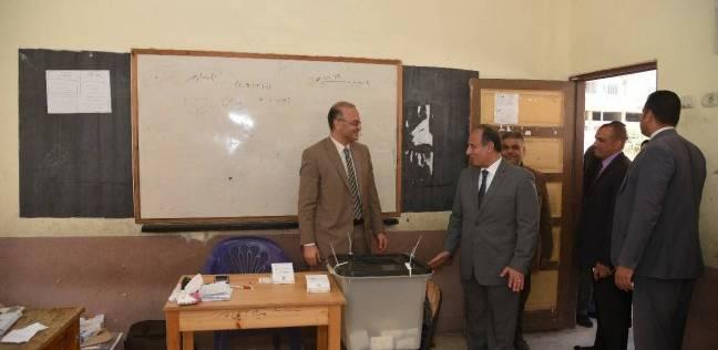 محافظ الإسكندرية يتفقد سير العملية الانتخابية بمدرسة عباس محمود العقاد