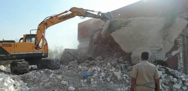 """تحرير 74 محضر بناء مخالف بقرية """"صفط الخمار"""" في المنيا"""