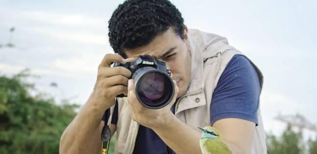 «مصطفى» يمارس هواية التصوير