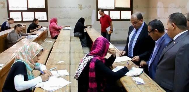 رئيس جامعة بني سويف يتفقد امتحانات التعليم المفتوح بكلية الآداب