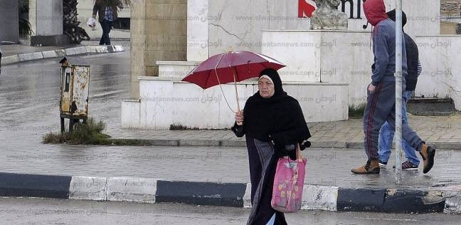 """هطول أمطار غزيرة على الإسكندرية.. و""""الصرف الصحي"""" يدفع بسيارات لسحب المياه"""