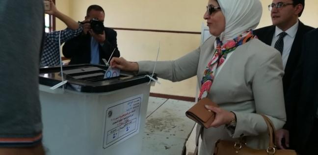 زايد تشيد بتوافد السيدات على الاستفتاء: دائما يشاركن في بناء المستقبل