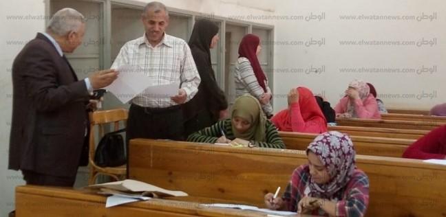 عميد كلية البنات الإسلامية بأسيوط يتفقد لجان امتحانات التخلفات والشفوي