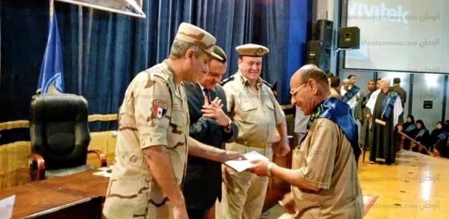 تكريم 15 من مصابي الحرب وأسر شهداء الجيش والشرطة في البحيرة