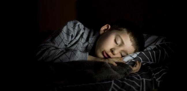 النوم بعد التاسعة يزيد احتمالات إصابة الأطفال بالبدانة