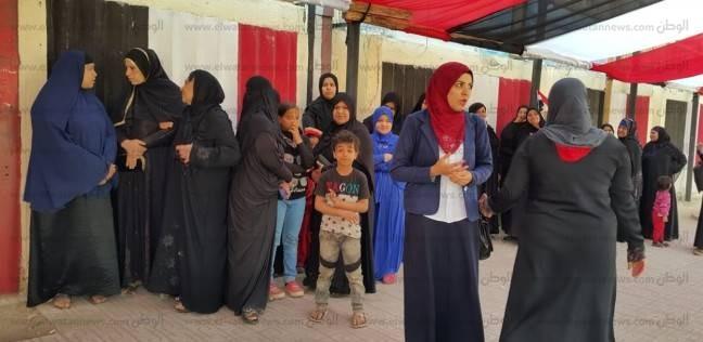 بالصور| توافد الناخبين إلى لجنة مجمع الملك فهد النموذجي للغات