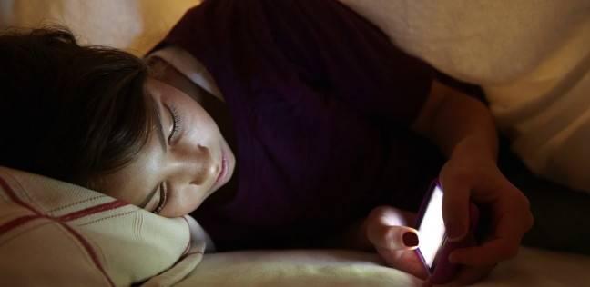 استخدام الهاتف قبل النوم