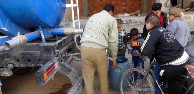 الدفع بسيارات مياه مجانية لتلبية احتياجات المواطنين في مدينة سوهاج