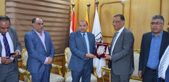 المحافظات   رئيس جامعة بني سويف يكرم «مسلم» وأحمد محمود وعددا من الكتاب الصحفيين