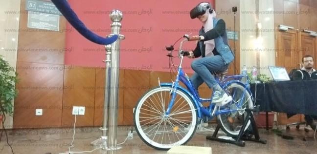 """رواد مكتبة الإسكندرية يجربون مسارات الدراجات بـ""""الواقع الافتراضي"""""""