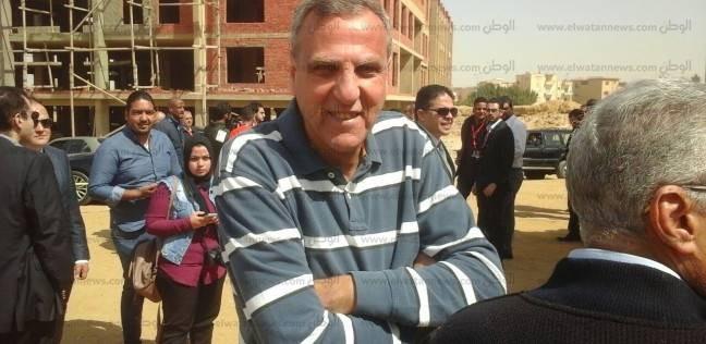 """وزير الشباب والرياضة الأسبق يصل """"السياحية الرسمية"""" للإدلاء بصوته"""