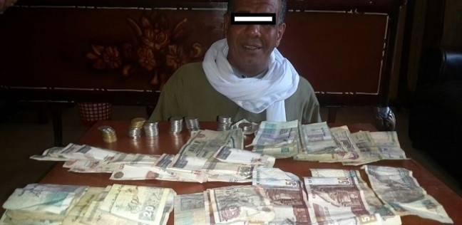 """ضبط 27 ألف جنيه مع متسول أوهم المواطنين بإصابته بـ""""شلل"""" و""""تخلف عقلي"""""""