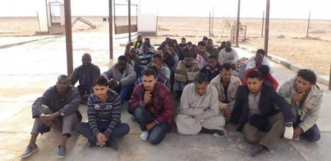 ضبط 246 مهاجرا غير شرعي بالسلوم أثناء تسللهم إلى ليبيا