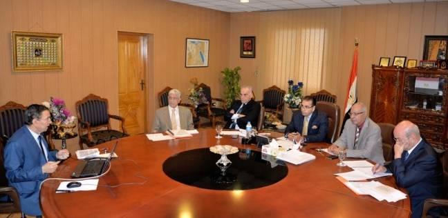 عقد المقابلات الشخصية للمرشحين لمنصب عميد كلية التجارة بالمنصورة
