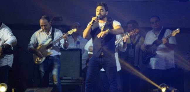 أحمد عصام يهنئ تامر حسني على تكريمه في هوليود: فخور بيك يا أغلى أخ