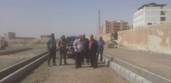 رئيس مدينة الغردقة يتابع تطوير الطرق والشوارع