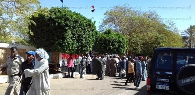 """توافد كبير من مواطني """"أبو سمبل"""" للمشاركة بالاستفتاء في أسوان"""