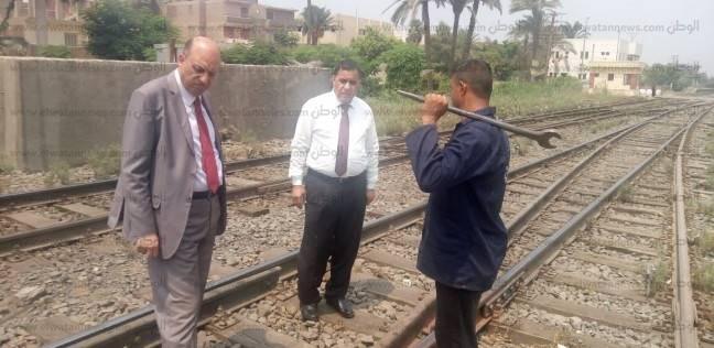 بالصور| رئيس هيئة السكة الحديد يجري جولة مفاجئة على العاملين بالوظائف الحرجة