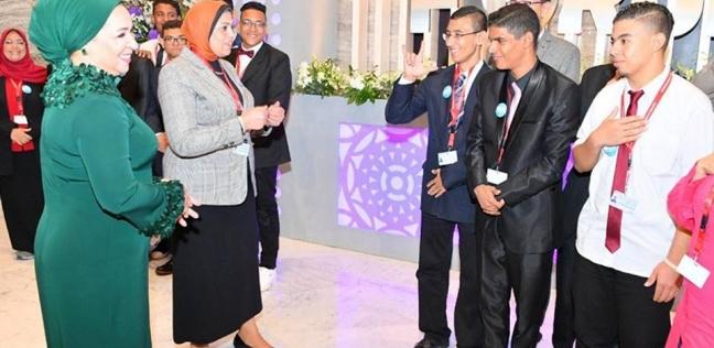 انتصار السيسى تلتقى طلاب مدرسة الأمل للصم والبكم