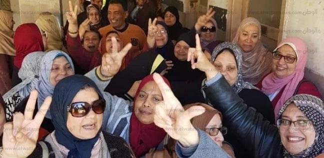 """""""إسعاف الإسكندرية"""" تنقل مريضا إلى لجنته الانتخابية للاستفتاء"""