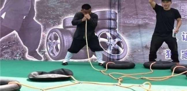 بالفيديو| نفخ 12 إطارا في دقيقتين ونصف.. صيني يدخل جينيس بـ