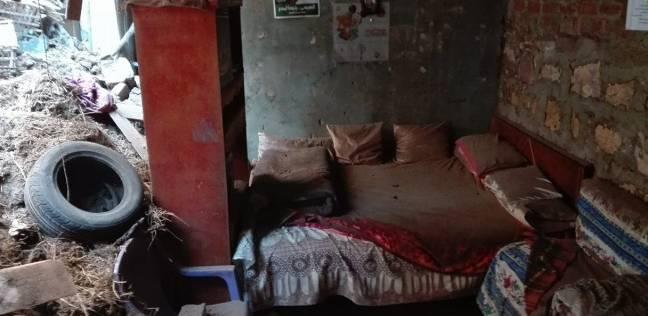إصابة سيدة حامل وتشريد أسرتين في انهيار منزل بالخانكة