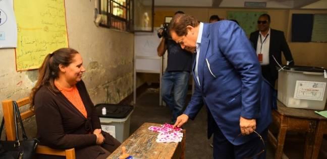 أبو العينين يدلي بصوته في مدرسة عمرو بن العاص بالجيزة