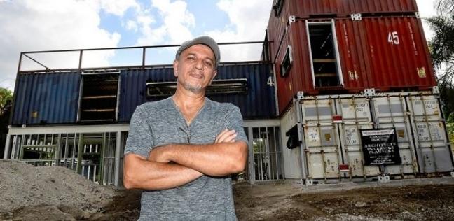 مهندس معماري في فلوريدا يبني منزل من حاويات الشحن