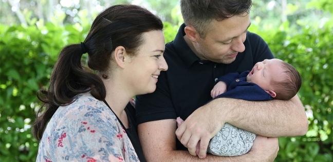 """بالصور  """"رضيع له أنياب"""".. سيدة إيرلندية يصدمها منظر طفلها: أنجبت وحشا"""