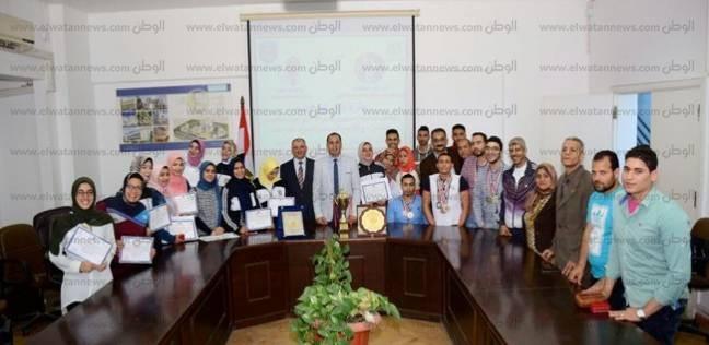 رئيس جامعة دمنهور يكرم الطلاب الفائزين في بطولة الجمهورية