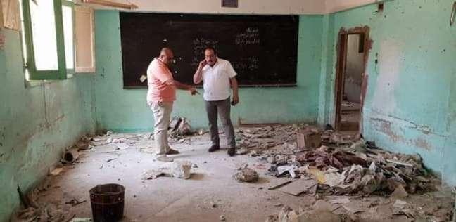 """بالصور  """"ادعم تعليم مصر"""".. أولياء أمور يرممون مدرسة مهجورة بجهود ذاتية"""