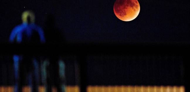 القمر الدموي