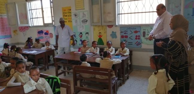 """قيادات """"التعليم"""" تتفقد أول يوم في العام الدراسي بالمحافظات"""
