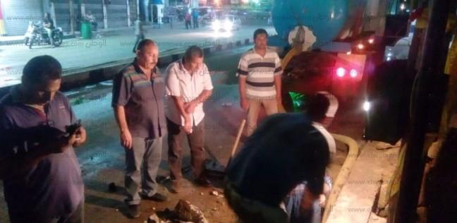 غرق الشوارع أمام نادي كفر الزيات بسبب كسر في ماسورة مياه