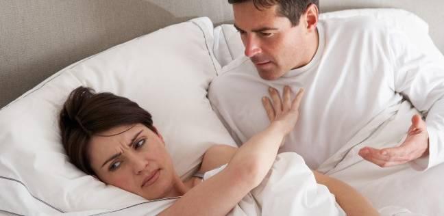منها الهواتف الذكية والكلاب.. عوامل تدمر الرغبة الجنسية بين الأزواج