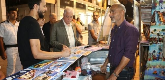 بالصور.. تسليم المساعدات المالية لمتضرري حريق السوق القديم بجنوب سيناء