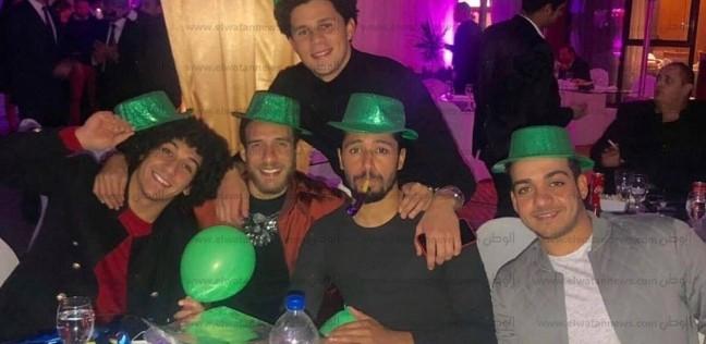 حسين السيد وهشام محمد لاعبا الأهلي يتغلبان على أحزان الدوري بحفل شيبة