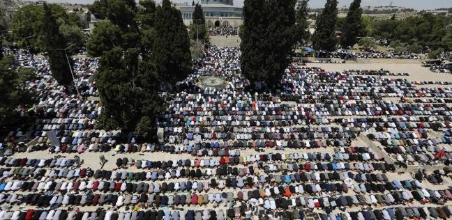 الآلاف يتوافدون إلى الأقصى لأداء الجمعة الثالثة من رمضان