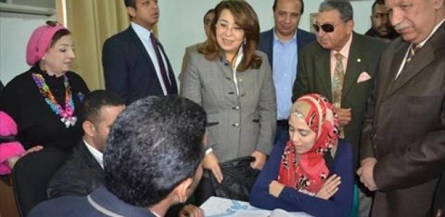 وزيرة التضامن تزور معرض المشغولات اليدوية بالإسماعيلية
