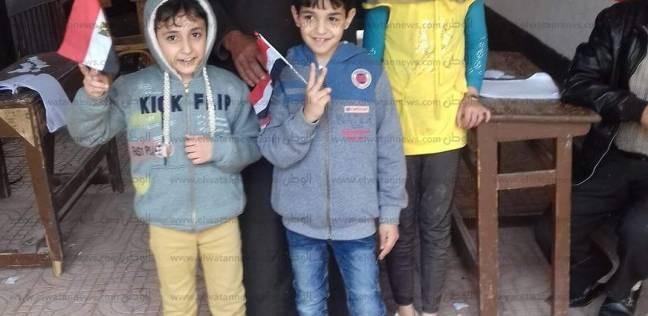 بالصور| تزايد الإقبال على لجان الضهرة.. والأطفال يلتقطون صورا تذكارية