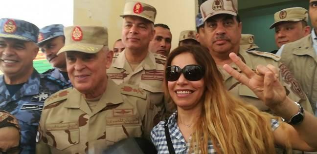 رئيس الأركان يتفقد لجان شرق الإسكندرية ويلتقط صورا تذكارية مع السيدات